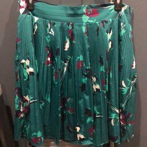 Green floral skirt. Stretch waistband